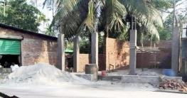 মজমপুরে সরকারি নির্দেশ অমান্য করে রিফিউজির জমি দখল করে দোকান