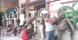 হাজীগঞ্জে দুর্গা প্রতিমা তৈরিতে ব্যস্ত মৃৎ শিল্পীরা