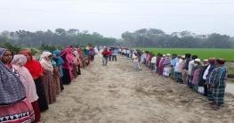 মতলবে সরকারি রাস্তা বিনষ্ট ও গ্রামপুলিশের ওপর হামলা