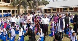 হাজীগঞ্জের ৮`শ ছাত্রীর মাঝে বিনামূল্যে স্যানিটারী ন্যাপকিন বিতরণ