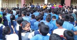 গুজব প্রতিরোধে বিদ্যালয়ের শিক্ষার্থীদের সাথে পুলিশের মতবিনিময় সভা