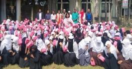 হাজীগঞ্জে চার শতাধিক ছাত্রীর মাঝে স্যানিটারি ন্যাপকিন বিতরণ