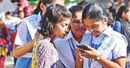 স্কুলে স্মার্টফোন নিতে পারবে না শিক্ষার্থীরা