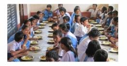 ডিম-রুটি-কলা পাচ্ছে প্রাথমিক বিদ্যালয়ের শিক্ষার্থীরা