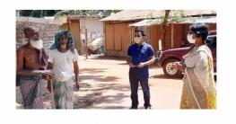 কর্মহীন মানুষ খুঁজে খুঁজে চাল দিচ্ছেন ফরিদগঞ্জের ইউএনও শিউলী হরি