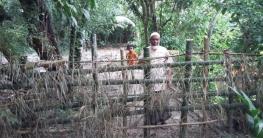 ফরিদগঞ্জে দুই ভাইয়ের দ্বন্দ্বে চলাচলের রাস্তা বন্ধ